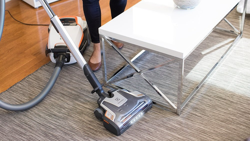 Electrolux EL7085B Ultraone Deluxe Canister Vacuum Review